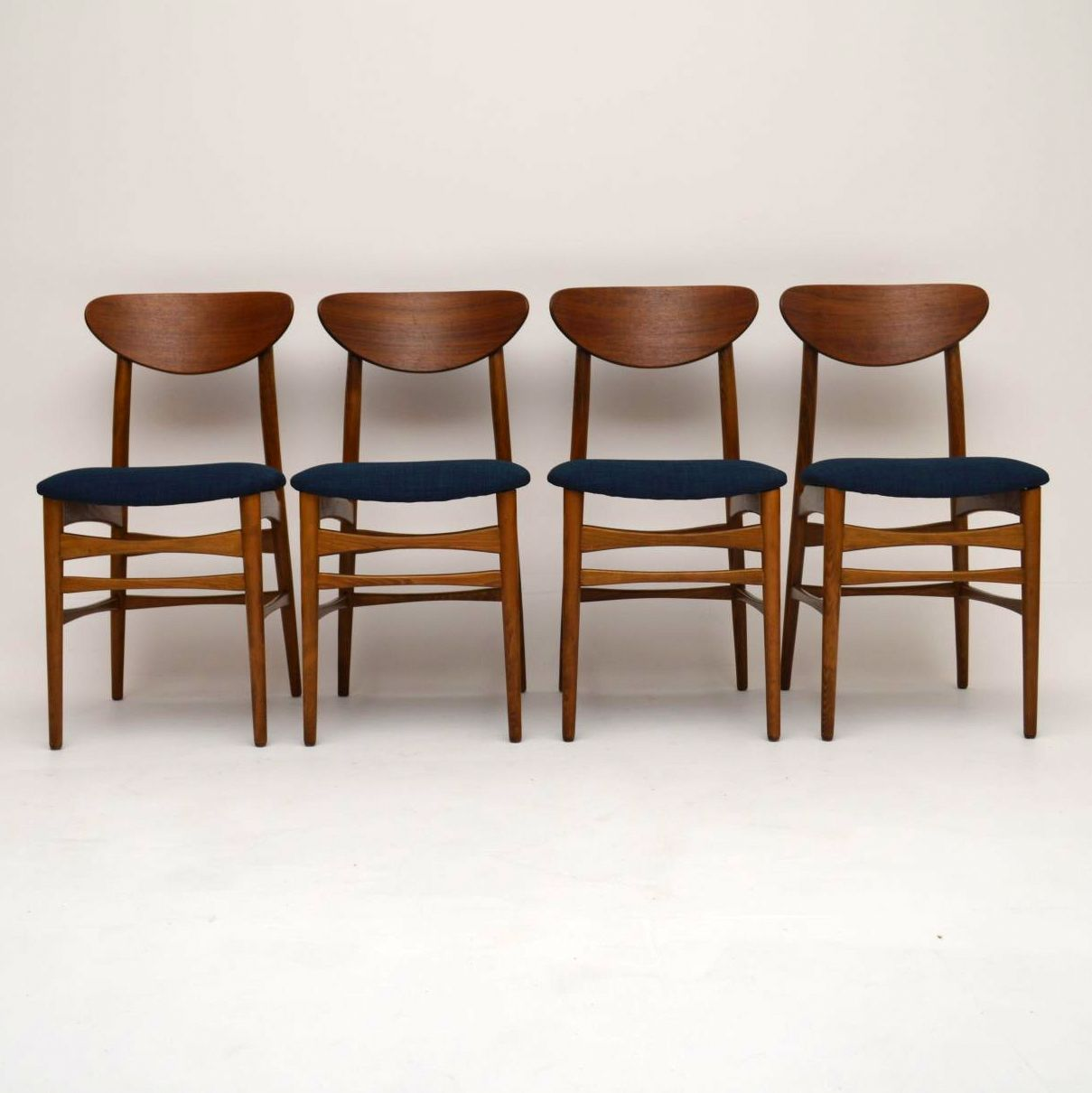 Set Of 4 Danish Walnut Retro Dining Chairs Vintage 1960 S