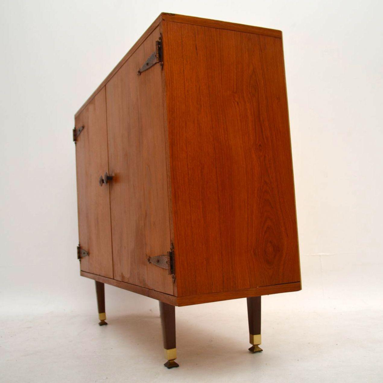 1960 s retro teak cabinet sideboard retrospective. Black Bedroom Furniture Sets. Home Design Ideas