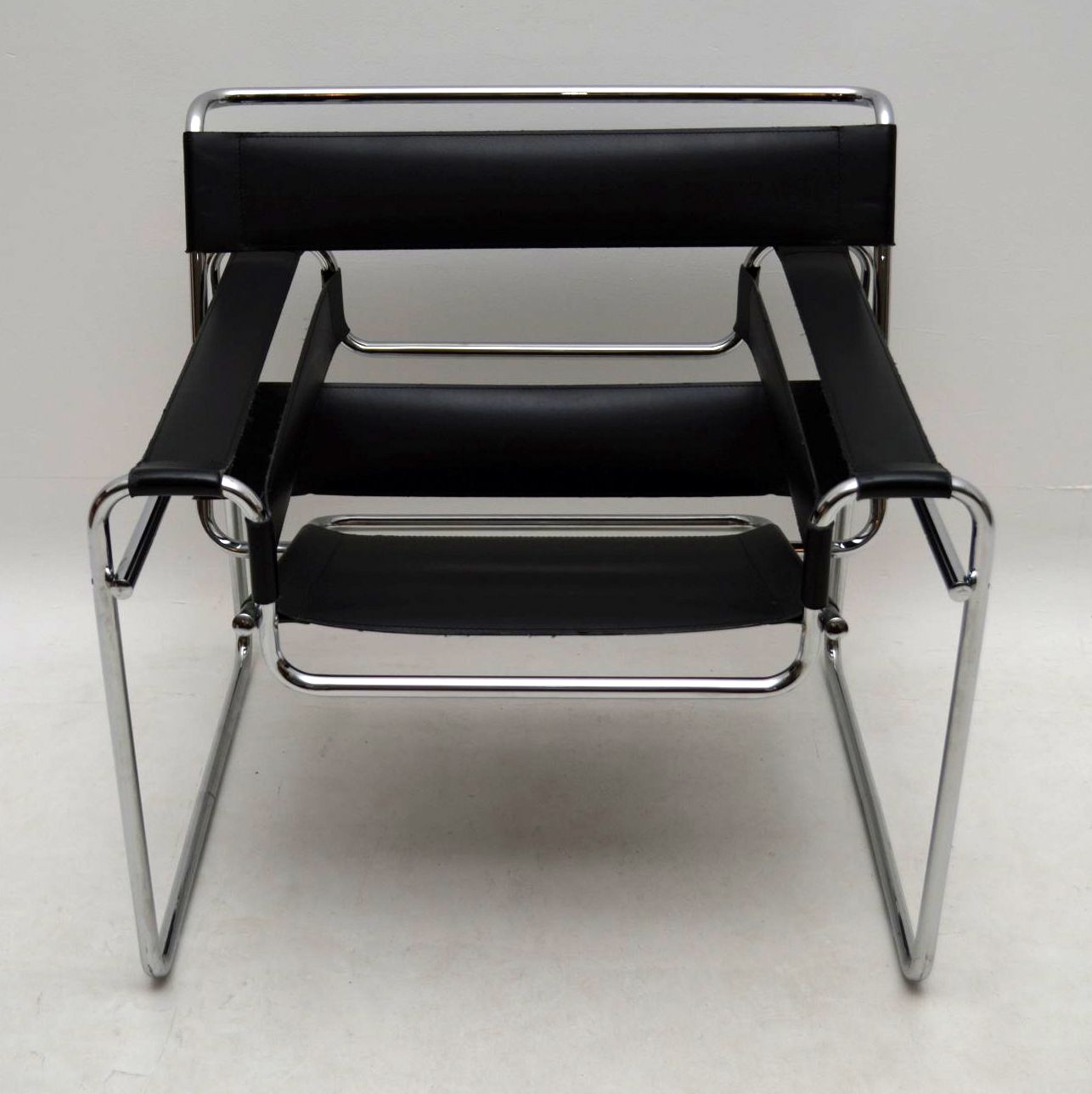 leather chrome wassily chair by marcel breuer. Black Bedroom Furniture Sets. Home Design Ideas