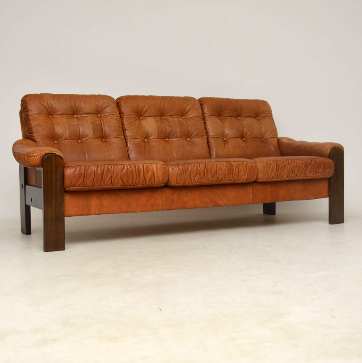 Second Hand Leather Sofas Second Hand Sofas Aionme Co