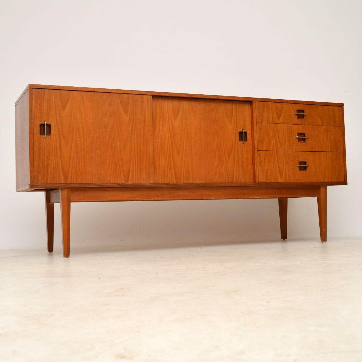 1960 s vintage teak rosewood sideboard retrospective. Black Bedroom Furniture Sets. Home Design Ideas