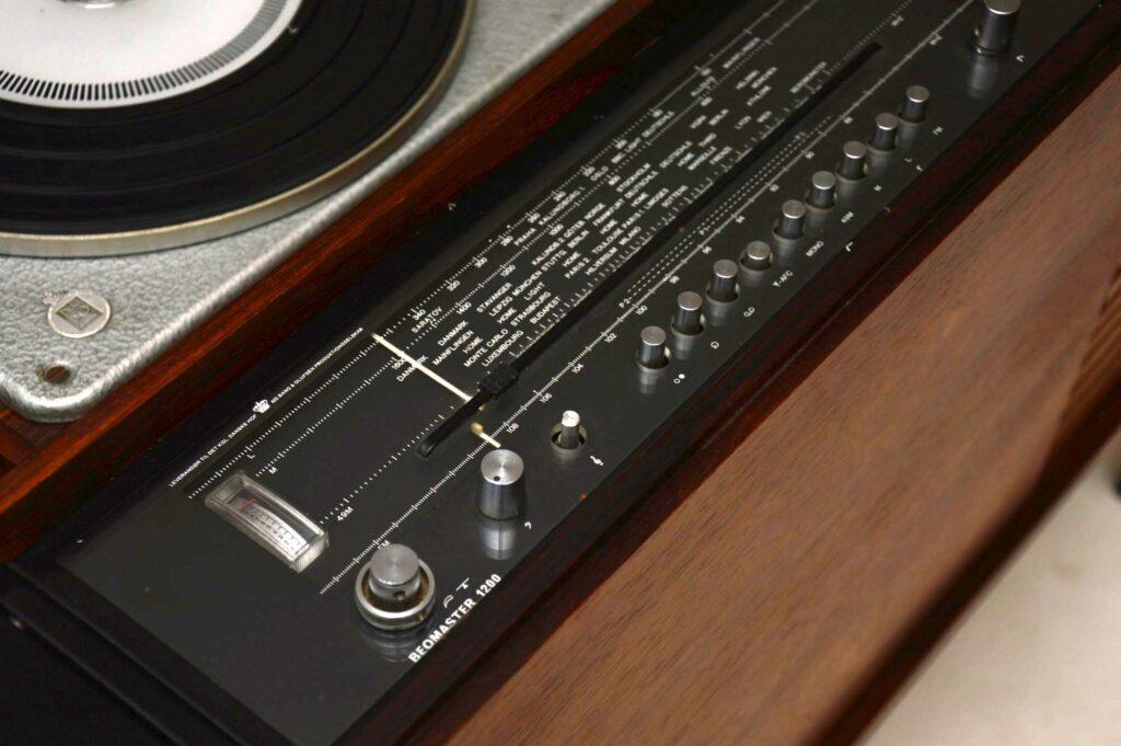 danish rosewood vintage radiogram bang and olufsen beomaster 1200 rg