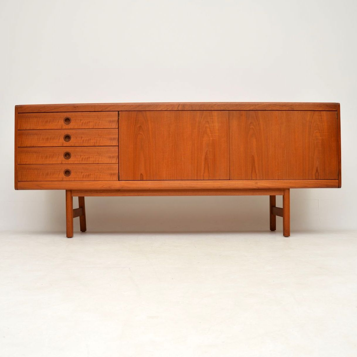 teak_vintage_retro_sideboard_by_robert_heritage_archie_shine_2