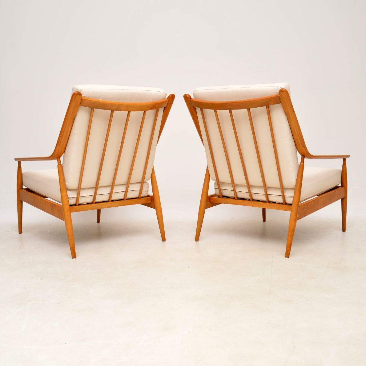pair_of_danish_retro_vintage_scandart_armchairs_4
