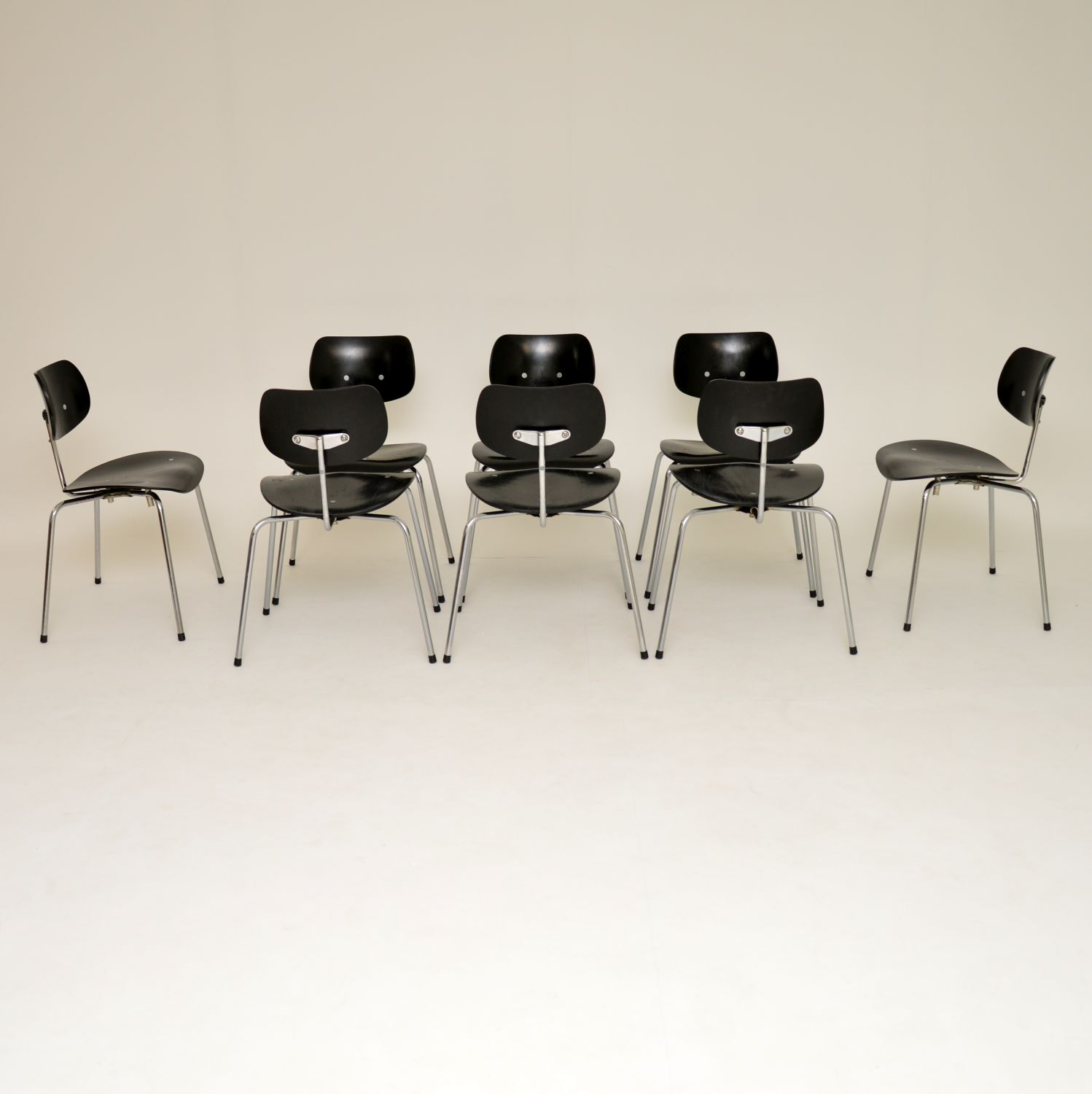 set of eight 8 retro vintage stacking dining chairs egon eiermann